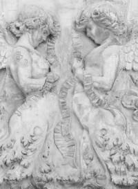 Un détail du papier-peint Stone angels