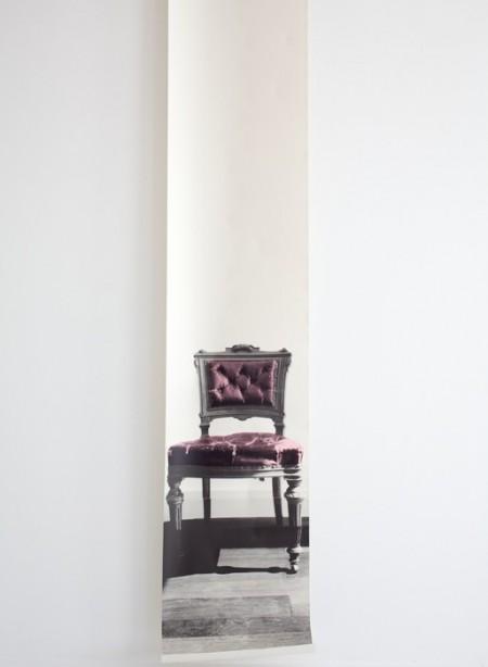 Cho-Cho Chair, papier-peint chaise par Deb Bowness