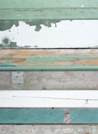 Scrapwood bleu, papier peint bois bleu par Studio Ditte