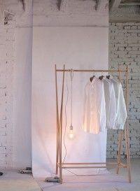 Porte-manteaux en bois Tra-ra par Tomoko Azumi
