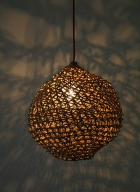 Lampe suspension taille moyenne Ovni par Best Before
