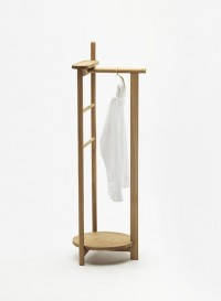 Laurel Valet Stand by Simon Kämpfer