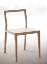 Ghost, chaise en bois massif par Mint