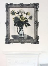 Papier peint 'Floral Arrangement' de Deborah Bowness 'Brightly Coloured Dahlias'