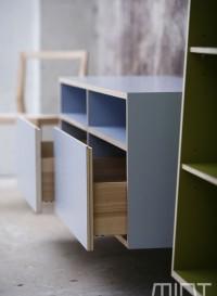 Console en bois massif par Mint