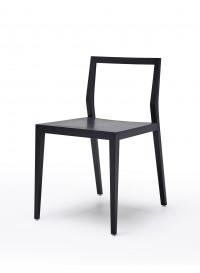 Ghost, chaise en frêne noir par Mint