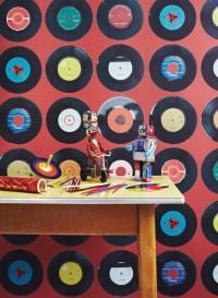 Papier peint disques vinyles 45 tours Sevens fond rouge