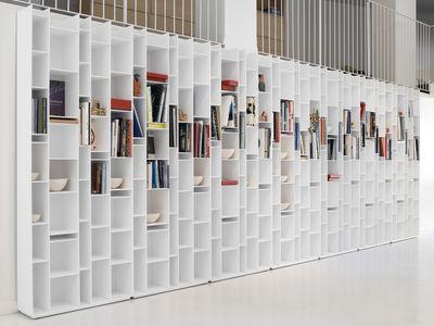 Bibliothèque Random-MDF Italia- fibre de bois laqué- Dimensions :  L81,6xH216,3xP25 cm-www.madeindesign.com