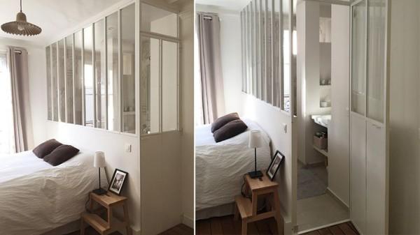 petite salle de bain séparée par une verrière